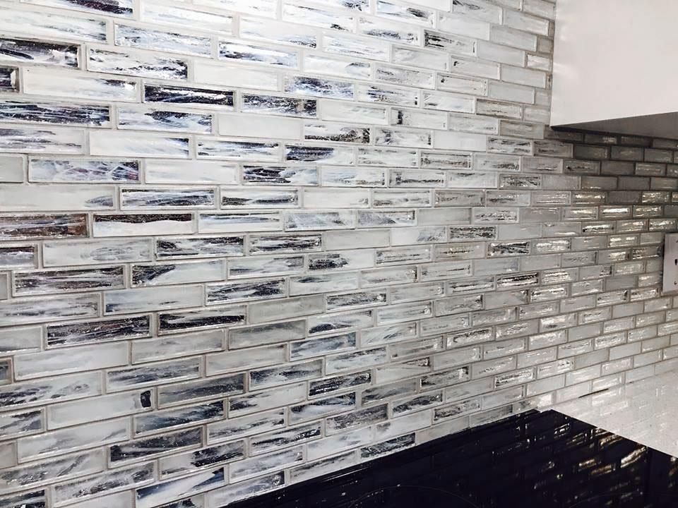 Jeffrey Court Chapter 12 Hour Glass Dawn mosaic installed as a backsplash